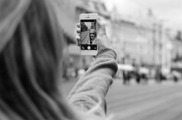 bellezza naturale selfie senza trucco
